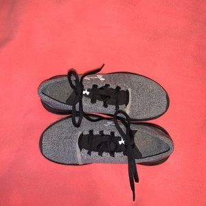 Under armor sneakers size 6